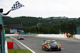 Magnus beats Urrutia to victory in Spa Race 1