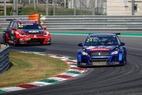 Briché-Comte make an all-Peugeot front row for Race 1